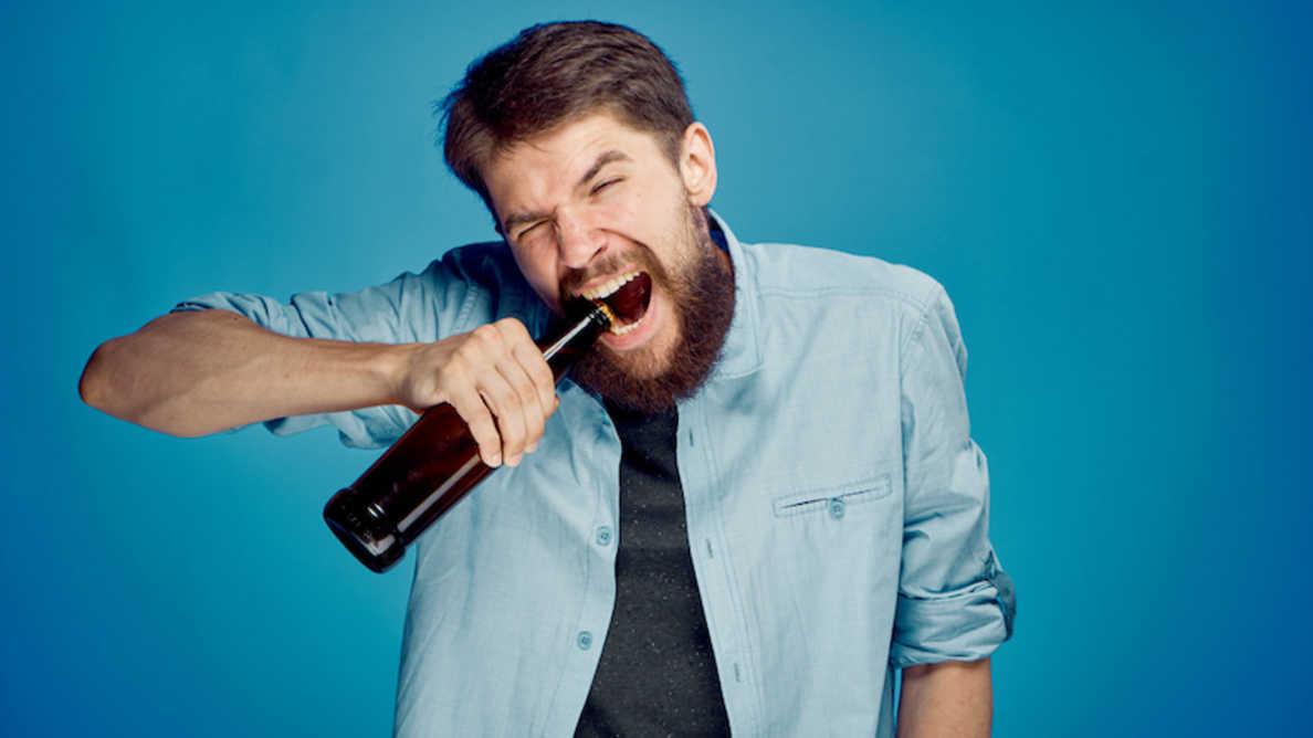 Od odpiranja steklenic do trganja  solotejpa – študija razkriva nevarne uporabe zob